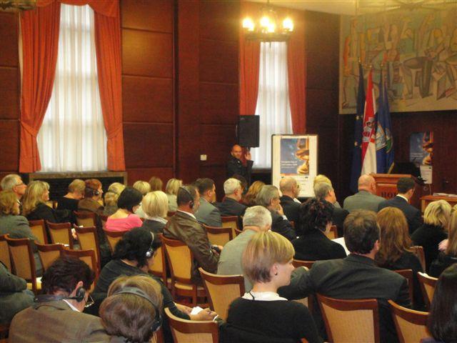 2009_okrugli_stol_pravna_pom_zg2