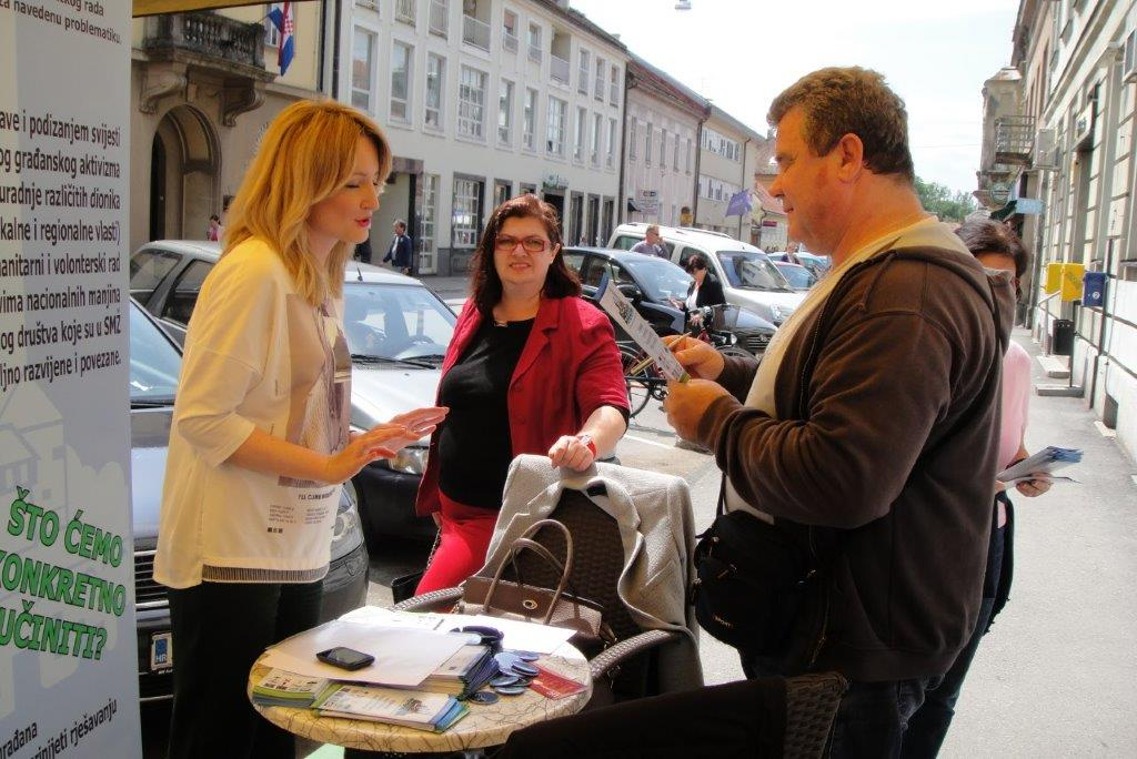 Aktivisti Platforme 044  - za bolju budućnost Sisačko-moslavačke županije informirali građane Siska